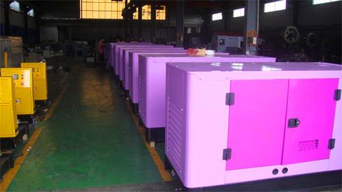 东风康明斯发电机组EPS紧急电源主要包括整流充电器、蓄电池组、逆变器、互投装置和系统控制器等部分